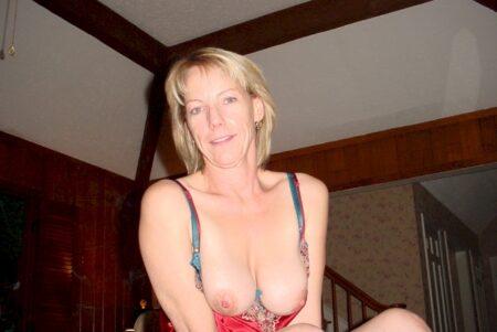 Cougar coquine soumise pour coquin qui aime soumettre