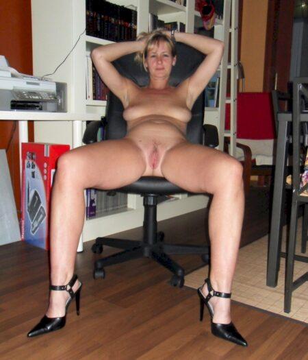 Cougar sexy soumise pour mec qui apprécie la domination souvent disponible