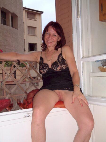 Femme infidèle sexy soumise pour homme dominateur de temps en temps dispo