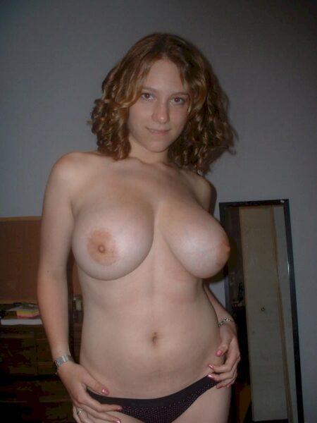 Libertine sexy docile pour amant séduisant très souvent dispo